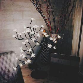 Okrasný umělý stromek se svítícími květy 24 LED, 40 cm
